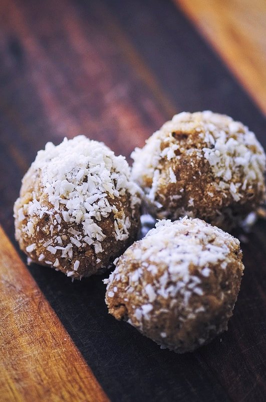 Zen Bliss Balls (Gluten Free, Vegan) - Easy, healthy and delicious Zen Bliss Balls made from coconut and sunflower seeds. The perfect gluten-free and vegan energy boosting snack! | moonandspoonandyum.com #sunflowerseeds #energyballs #blissballs #healthy #snack #coconut #zen #vegan #glutenfree