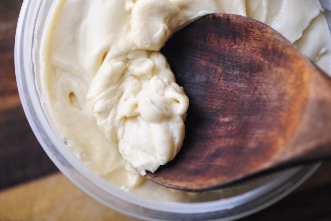 Maple-Coconut Buttercream Frosting (Refined Sugar Free, Gluten Free, Vegan Option) - This Maple Coconut Buttercream Frosting is gluten-free, refined sugar-free and has a vegan option, too! Using only 4 ingredients, it is super easy to make and TASTY! | www.moonandspoonandyum.com #frosting #icing #sugarfree #vegan #glutenfree #baking #maple #coconut #buttercream