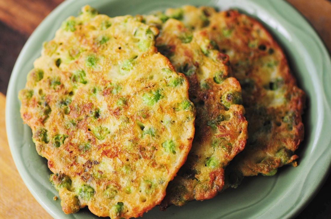 Gluten-Free Cheddar and Pea Fritters #glutenfree #fritters #patties #glutenfree #cheesy #cheddar #peas #snack #appetizer