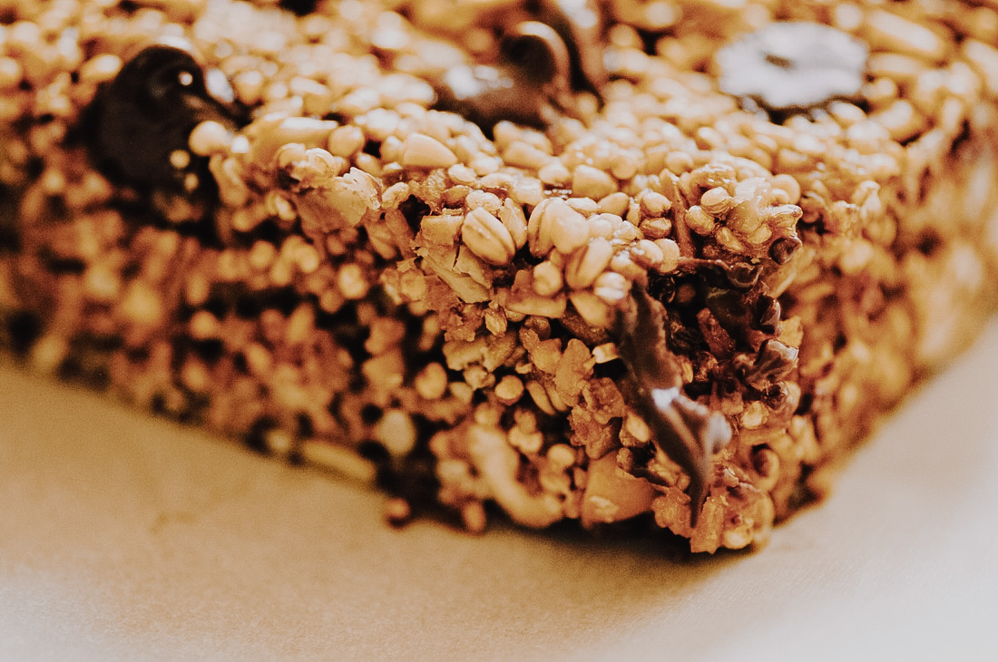 Super nutritious and delicious Chocolate Chip Quinoa and Steel Cut Oat Granola Bars! These make a perfect gluten-free and vegan snack! #bars #granolabars #quinoa #steelcutoats #chocolatechip #easy #healthy #refinedsugarfree #glutenfree #vegan #snack