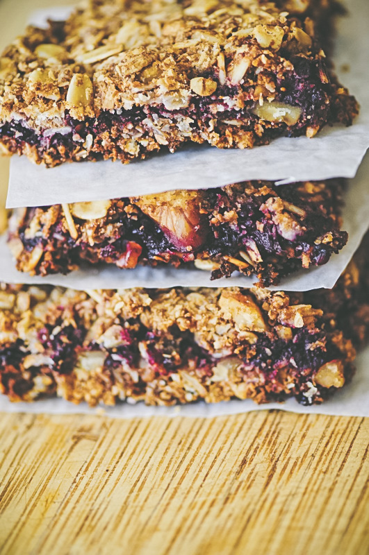 Super easy, healthy, and delicious Gluten-Free, Vegan, and Refined Sugar-Free Blackberry Walnut Oat Bars! These make a great breakfast, snack or treat! #blackberry #blackberries #walnuts #oat #bars #healthy #easy #treat #snack #breakfast #blackberrywalnut #glutenfree #vegan