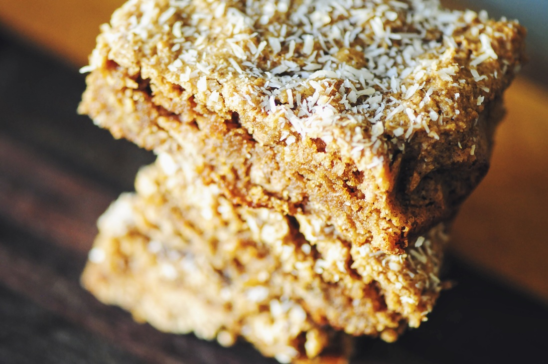 These delicious Gluten-Free & Vegan Almond Coconut Oat Bars are filled with wholesome healthy ingredients, super easy to make and ridiculously tasty! #bars #almondcoconut #vegan #glutenfree #healthy #easy #snack #dessert #kidfriendly #refinedsugar free