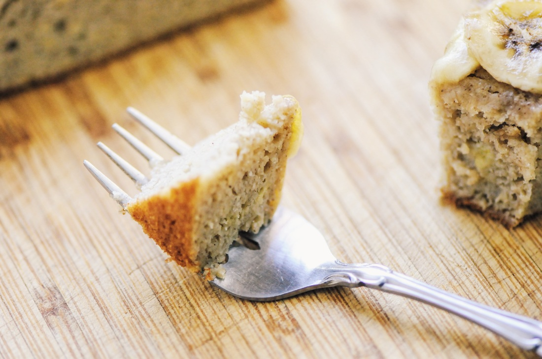 This Gluten-Free Banana Cake is super healthy, simple, delicious and free of refined sugar! #glutenfreebananacake #healthycake #glutenfreebaking #refinedsugarfree #cake #glutenfree