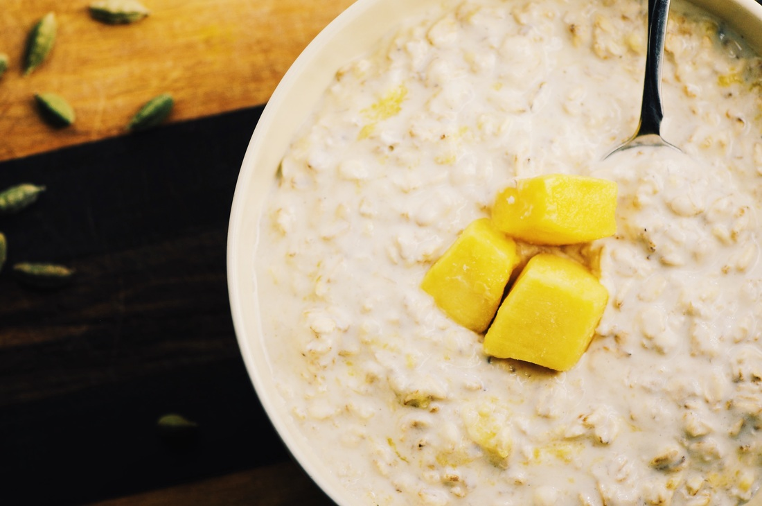 These healthy and flavorful Creamy Mango Lassi Overnight Oats make for one delicious and filling gluten-free breakfast reminiscent of the famous Indian beverage. #mangolassi #overnightoats #breakfast #glutenfree #oatmeal #mango #indian #healthy