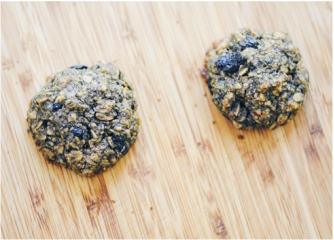Super tasty, healthy and easy Gluten-Free Blueberry Ginger Oatmeal Cookies that are also dairy-free and free of refined sugar! #glutenfreeblueberrycookies #blueberryginger #blueberrygingercookies #glutenfree #refinedsugarfree #dairyfreecookies #glutenfreeoatmealcookies #blueberryoatmeal