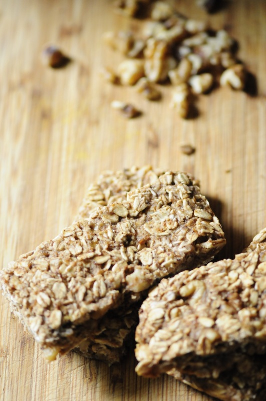 Super easy, healthy and delicious Banana Chai Walnut Chewy Oatmeal Bars that are gluten-free, vegan and sweetened by bananas alone! #sugarfreegranolabars #bananachai #walnutbars #chewybars #oatmealbars #glutenfreebars #veganbars #chaibars