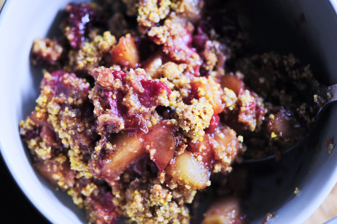 A sweet & tart strawberry and apple crisp brought to life with a subtle polenta crunch! This tasty and healthy gluten-free & vegan fruit crisp is sure to please the senses! #strawberryapple #glutenfreestrawberry #glutenfreeapplecrisp #polenta #vegandessert #refinedsugarfree