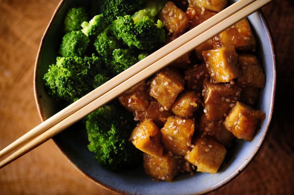 This Sticky Maple Ginger Tofu Rice Noodle Bowl with Steamed Broccoli makes for one comforting, nutritious and delicious gluten-free and vegan meal! #stickytofu #mapleginger #ricenoodles #broccoli #veganbowl #buddhabowl #maplegingertofu #glutenfreelunch