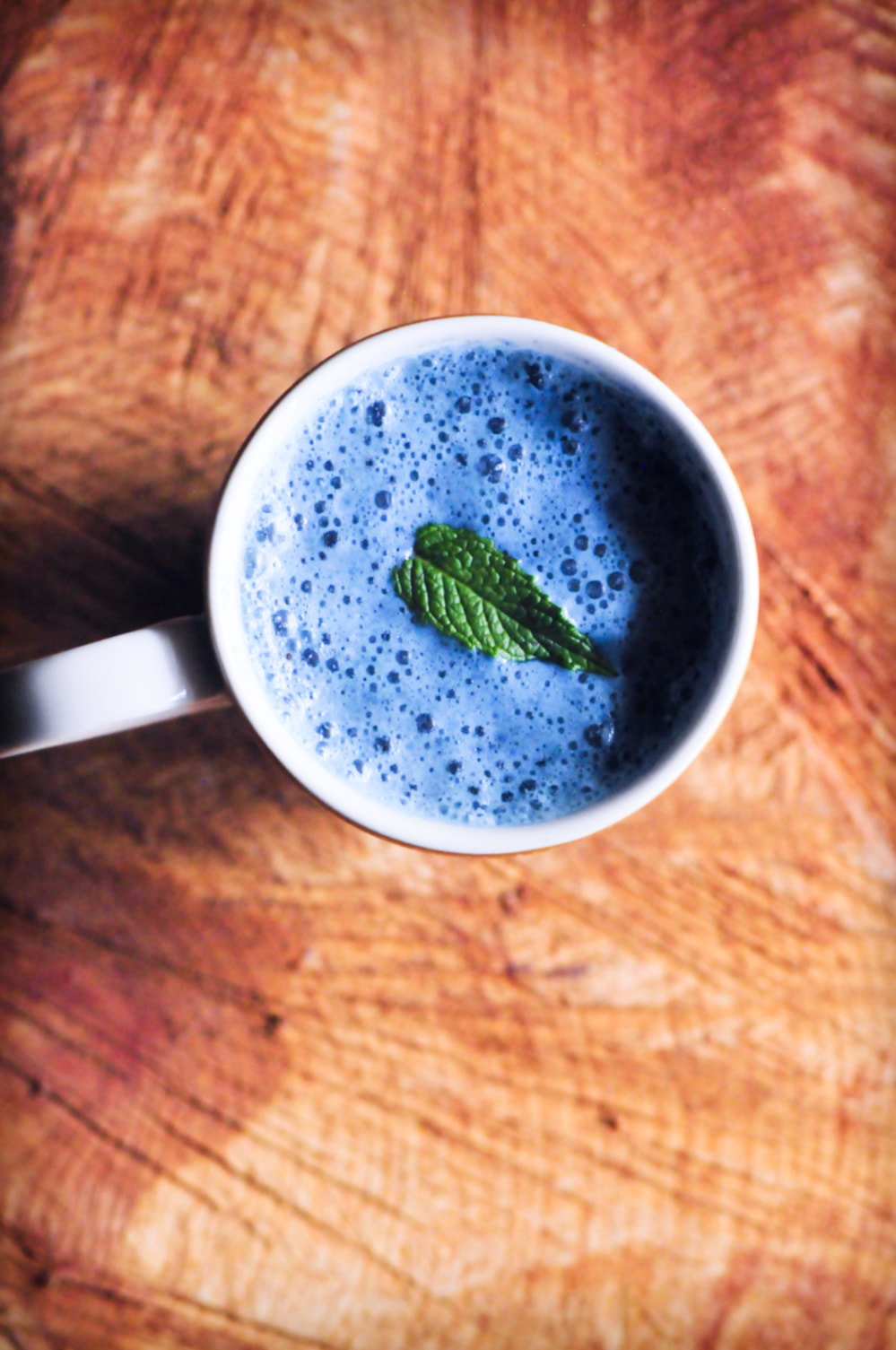 This gluten-free & vegan Double Blue Peppermint Moon Milk makes for one soothing & delicious antioxidant-rich brew perfect for those stressful days and sleepless nights . #moonmilk #bluemoonmilk #blueberrymoonmilk #peppermintmoonmilk #sleepelixir #ayurveda #lechedeluna #bluebutterflypeapowder