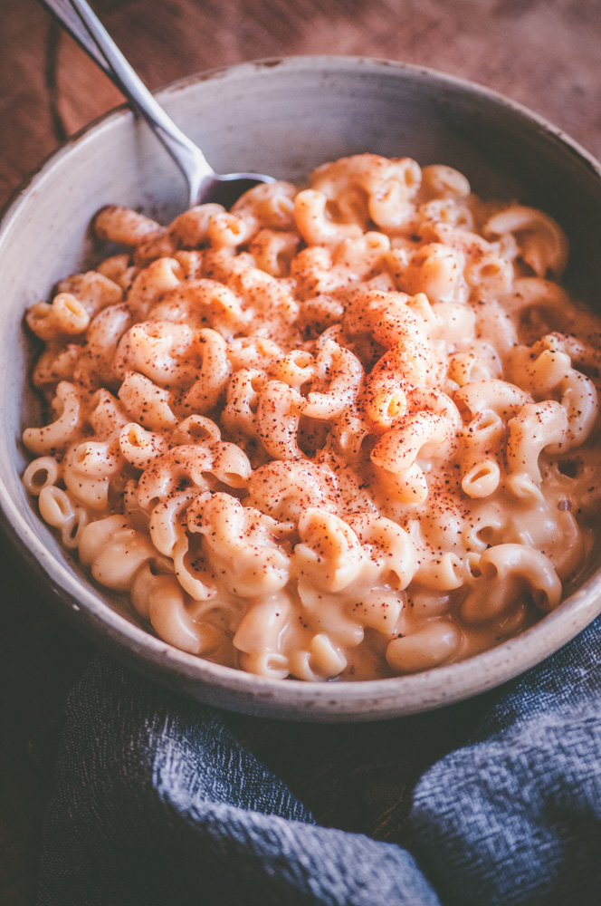 This Gluten-Free Instant Pot Cheesy Chipotle Pasta makes for one super easy, healthy, and delicious dish that can be made in just about 10 minutes! #instantpot #instantpotmacncheese #chipotlepasta #cheesy #glutenfreepasta #instantpotnoodles