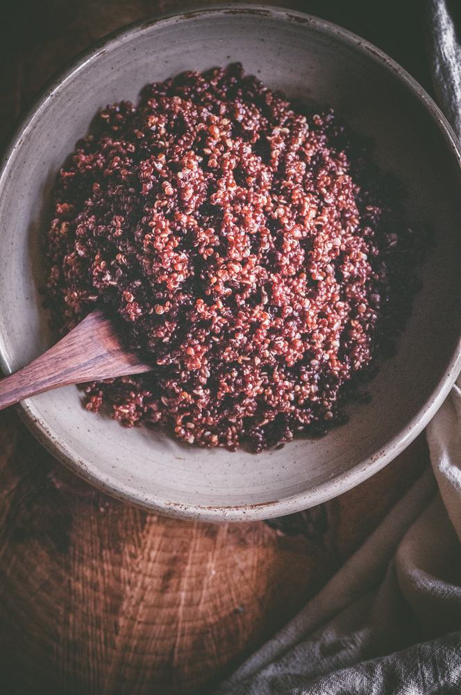 How to make perfectly fluffy, healthy and delicious Red Quinoa in your Instant Pot Pressure Cooker! + Tips and tricks for the best results, health benefits of this super seed, easy quinoa recipes and more! #instantpotquinoa #instantpotquinoarecipes #pressurecookerquinoa #redquinoa #instantpotredquinoa