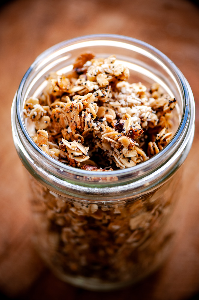 SUPER easy and delicious Lemon Poppy Seed Granola that is gluten-free, dairy-free, vegan, with nut and sugar-free options! #lemonpoppyseed #granolarecipe #vegangranola #dayhikingfoodideas #glutenfreegranola #lemonpoppyseedgranola #healthycereal