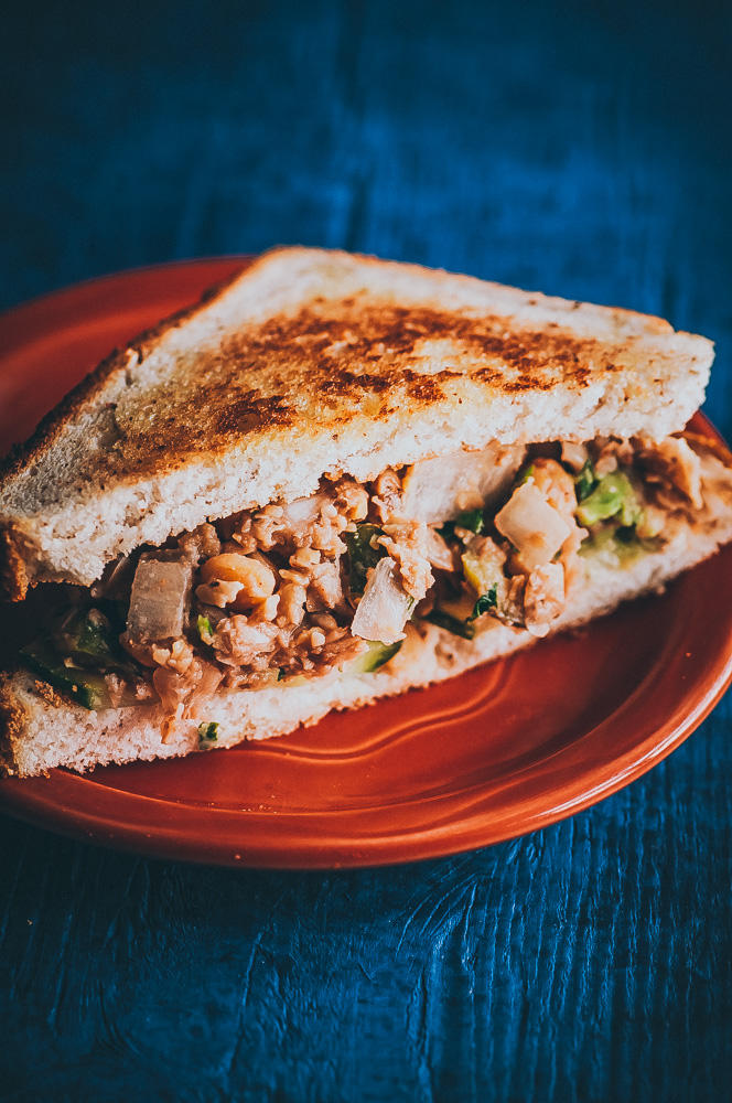 This Zesty Smashed Chickpea Salad Sandwich only take a QUICK 10 minutes to throw together, is gluten-free + vegan, healthy, high in protein + fiber , and SUPER flavorful! It makes a great lunch, dinner or picnic dish! #chickpeasalad #vegansandwich #chickpeasaladsandwich #smashedchickpeasalad #smashedchickpeasaladsandwich