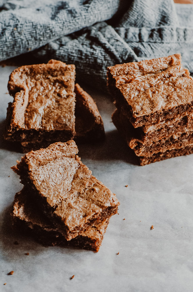 These easy, healthy and delicious Gluten-Free Peanut Butter Bars are flour-free, dairy-free, refined sugar-free and made with only a few simple and wholesome ingredients! #flourlessbars #flourlesspeanutbutter #peanutbutterbars #glutenfreebars #dairyfreebars #flourlesspeanutbutterbars #glutenfreepeanutbutterbars