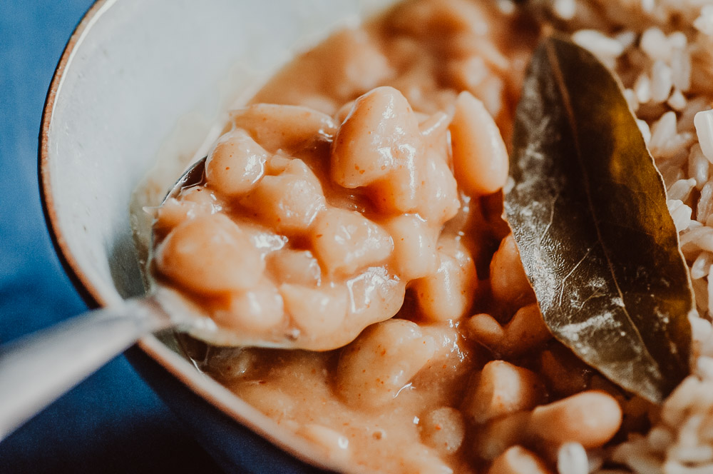 This EASY dump and start Instant Pot recipe makes for some creamy, healthy and flavorful Mayocoba beans (also known as Peruano, Canary or Peruvian Beans), with a tender texture delightful chipotle flavor, these pressure cooker beans are super versatile and can accompany a variety of dishes! Gluten-free, vegan, OIL-FREE. #instantpotcanarybeans #instantpotmayocobabeans #instantpotfrijolescanarios #instantpotperuanobeans #instantpotperuvianbeans #instantpotchipotlebeans