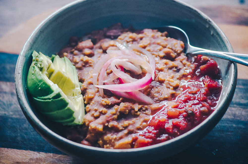 This Instant Pot Millet and Pinto Bean Chili makes for one super flavorful, healthy, protein-packed and easy to make gluten-free vegan meal! #instantpotchili #milletchili #pintobeanchili #veganchili #pressurecookerchili #vegetarianchili