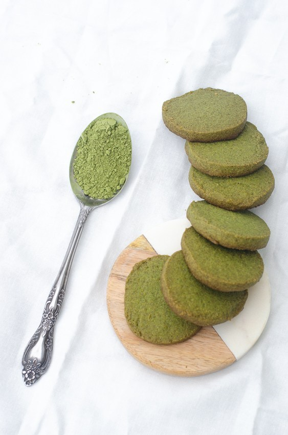KETO MATCHA COOKIES by The Harvest Skillet - These fun green cookies use matcha tea powder for a sugar-free treat!