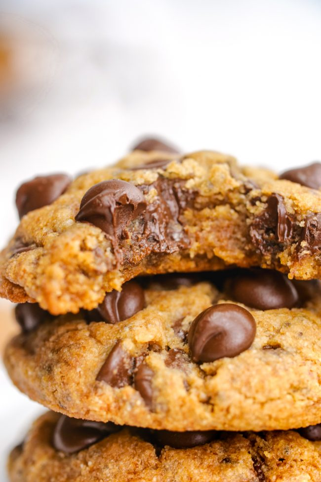 VEGAN PEANUT BUTTER COOKIES by Texanerin - These heavenly-looking cookies are gluten-free, paleo, dairy-free, vegan and offer a low-carb/keto option!