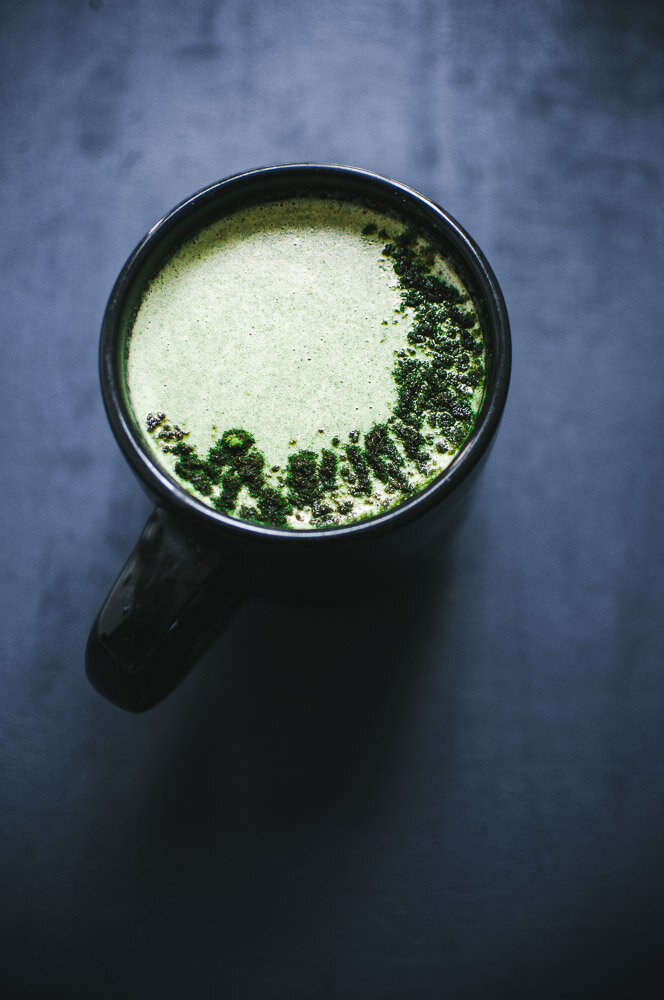 Green Vegan Moringa Moon Milk Latte Recipe — This creamy and comforting brew is chock-full of nutrient dense ingredients and soothing properties for a healthy, magical beverage perfect any time of day! #moonmilk #moringapowder #greenmoonmilk #moringamoonmilk #moringalatte
