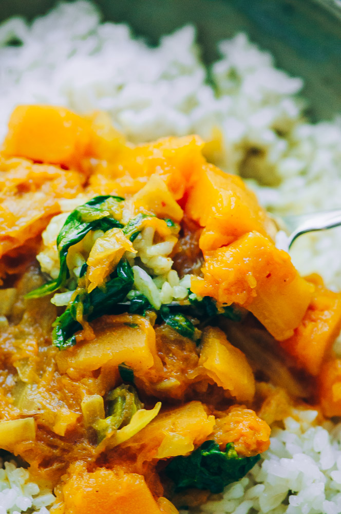 This super quick, easy and flavorful Butternut Squash Curry can be made in an Instant Pot pressure cooker (in just about 10 minutes!) or the stovetop for ease and convenience! This delicious spicy vegan curry dish can be enjoyed on it own, or served over rice or quinoa, for a healthy and comforting autumn meal! #butternutsquashcurry #instantpotbutternutsquashcurry