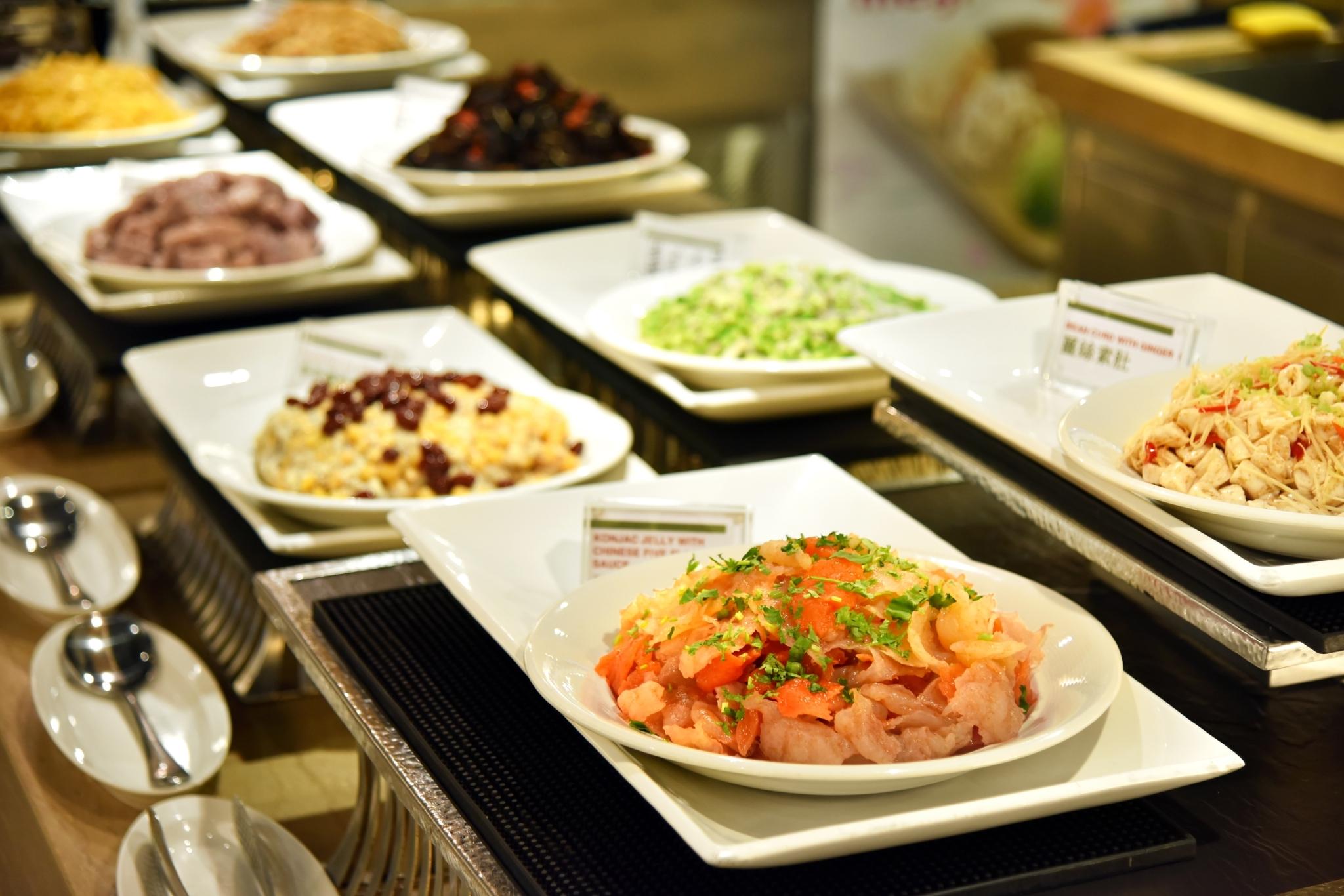 百種以上的珍饈任您挑選 - 每個餐期均提供百種以上的珍饈,自助餐台的設計以一區一特色為主調。