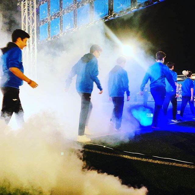Elecson estuvo presente en la inauguración de temporada de @seaem_1925 , esta vez reforzando el sonido para la presentación de los equipos con 10.000w y con iluminación Led y efectos.