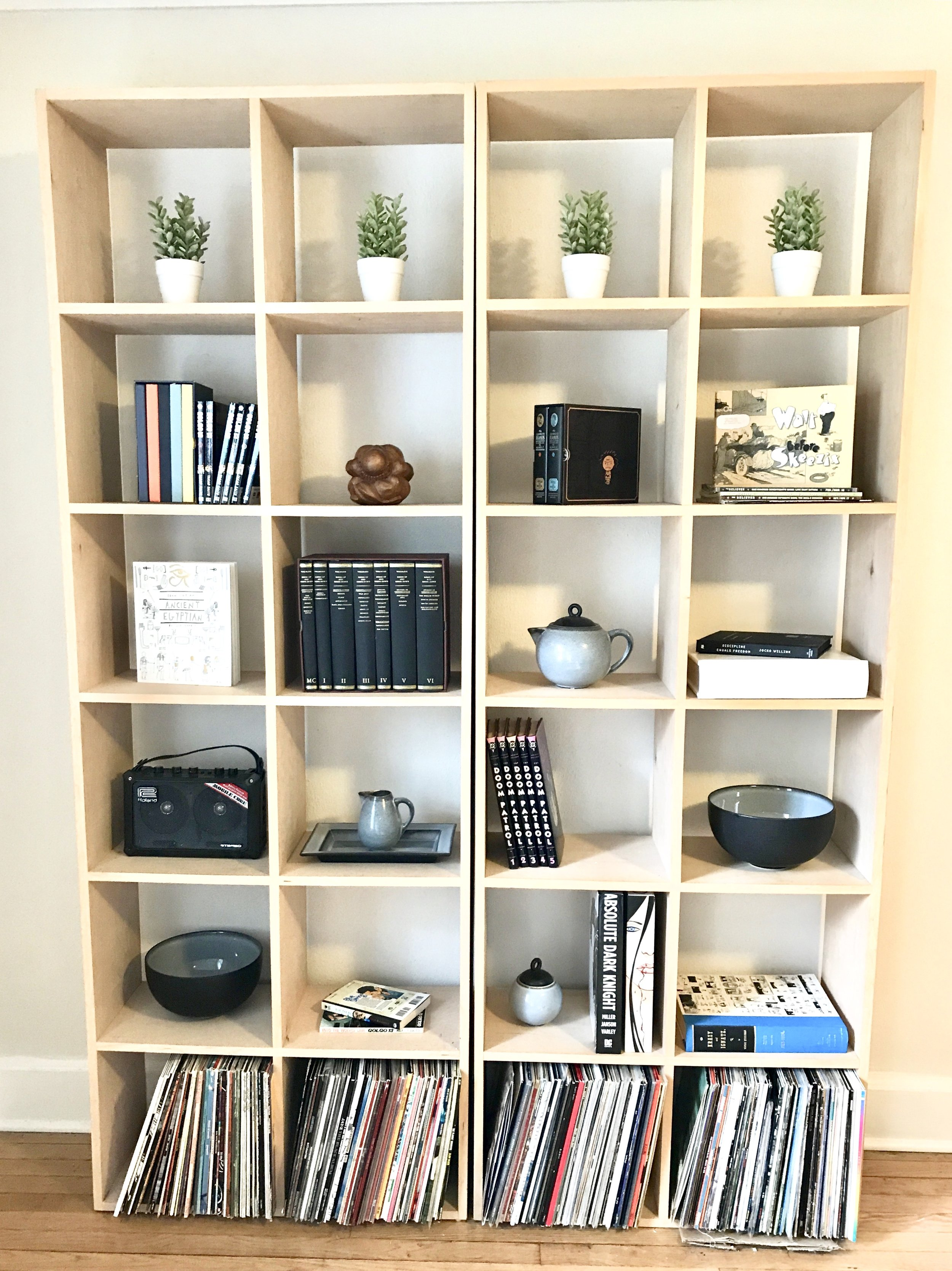BOOKSHELF AFTER. STYLED BY BEAM&BLOOM INTERIORS.