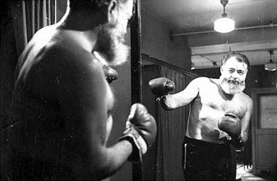 hemingway+boxeando+al+espejo+-www.rhoend.com-.jpg