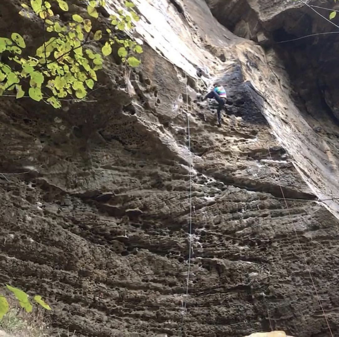 "Mid boulder on ""Beta-Vul Pipeline (5.12a)"""