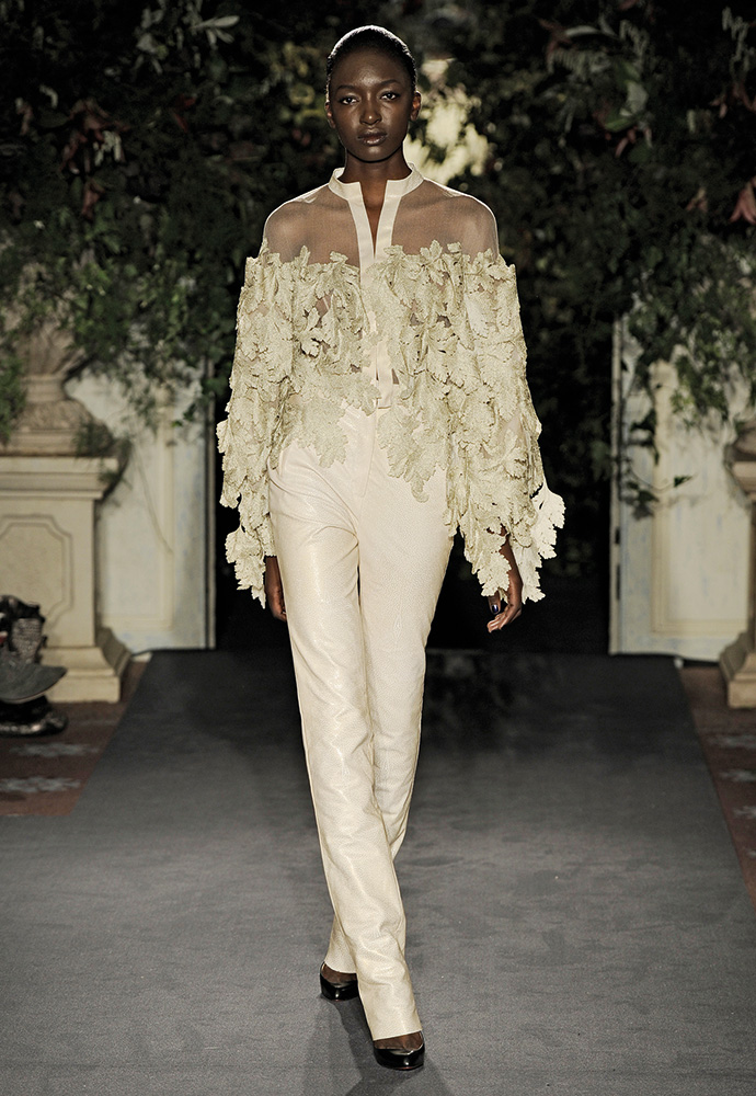 Stingray trousers and blouse in tulle with gold lace