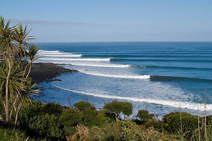 ledt-hand-surf-break-raglan-new-zealand.jpg