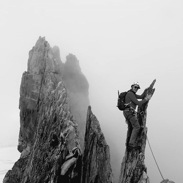Cloudy day which turned everything into black and white. Nice quiet traverse on the Entrèves with only ourselves and Andy's team. Guess a late start is quite good sometimes. . . . . . . . @jaggedglobe @brit_mt_guides #britishmountainguides #alpinism #alps #entreves #ridge #blackandwhite #mountains