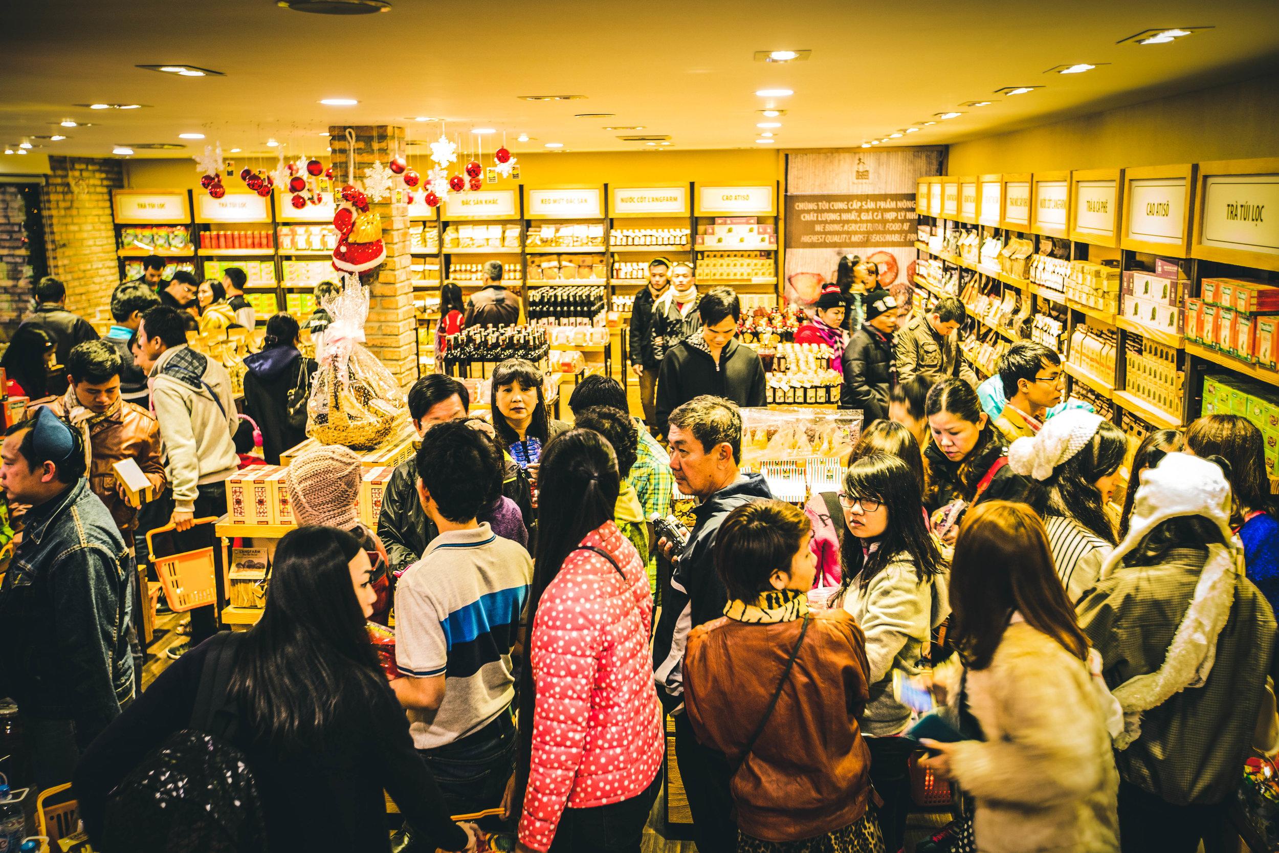 Store Feature - Content 05 - langfarm, dac san da lat, store, khach hang.jpg