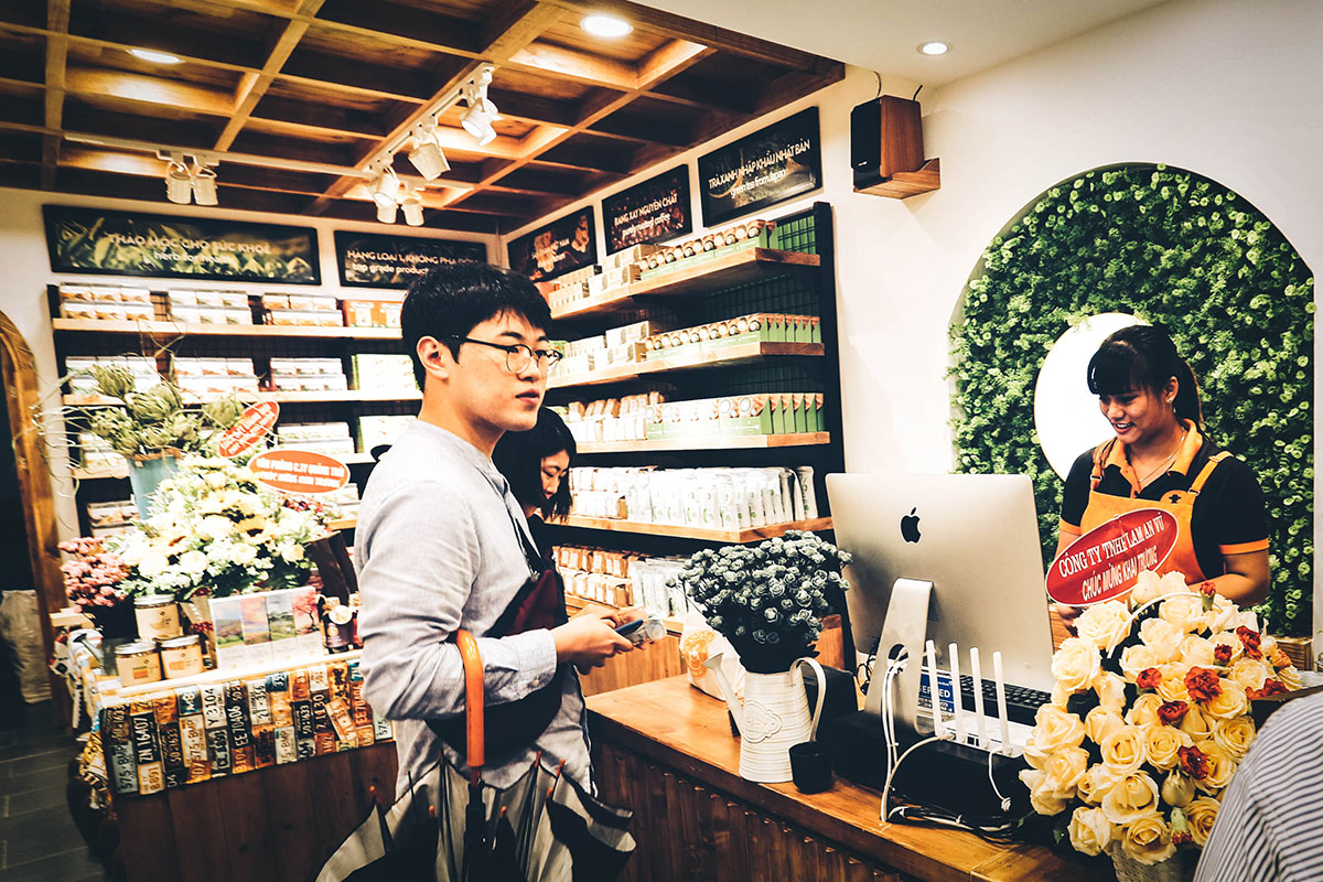 Store Feature - Content 06 - langfarm, dac san da lat, store, khach hang.jpg