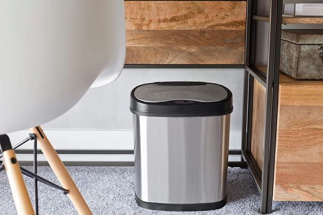 Our 12L and 15L stainless-steel sensor bins are lightweight and fits as a beautiful piece of furniture. It's the perfect modern addition to offices, living rooms and bathrooms.