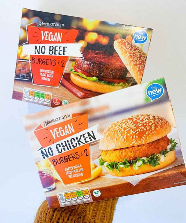 FINALLY got my hands on the new vegan burgers from @aldiuk 💛 we tried one beef one and one chicken and were so impressed 🙌🏻 which one would you go for, let me know down below 💕  #vegan #veganism #veganuk #veganjunkfood #veganuary #vegantreats #veganblogger #veganrecipe #letscookvegan #veganisthenewblack #anythingyoucaneaticaneatvegan #plantbasedlifestyle #crueltyfree #veganliving #whatfatveganseat  #plantbased #plantpower #plantstrong #whatveganseat  #veganfoodblogger #veganinfluencer #ukvegan #veganfoodie #veganburgers #aldi #aldivegan