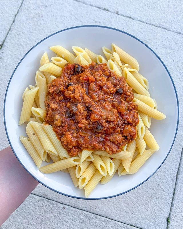 Trying to use up food in my freezer before I go away and made this Spag Bol with leftover meatballs from @sainsburys 🍝 and it was incredible, maybe the best 'mince' I've tried for spag bol yet 💛🙌🏻 #vegan #veganism #veganuk #veganjunkfood #veganuary #vegantreats #veganblogger #veganrecipe #letscookvegan #veganisthenewblack #anythingyoucaneaticaneatvegan #plantbasedlifestyle #crueltyfree #veganliving #whatfatveganseat  #plantbased #plantpower #plantstrong #whatveganseat  #veganfoodblogger #veganinfluencer #ukvegan #veganfoodie #veganspaghetti #veganspagbol