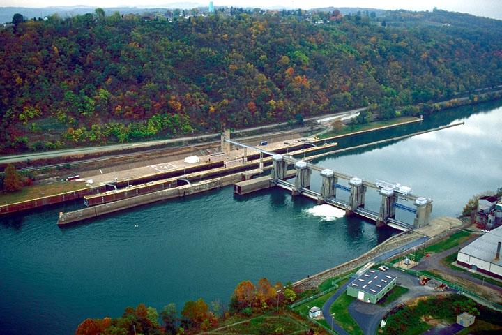 Charleroi Lock - U.S. Army Corps of Engineers [Public domain], via Wikimedia Commons