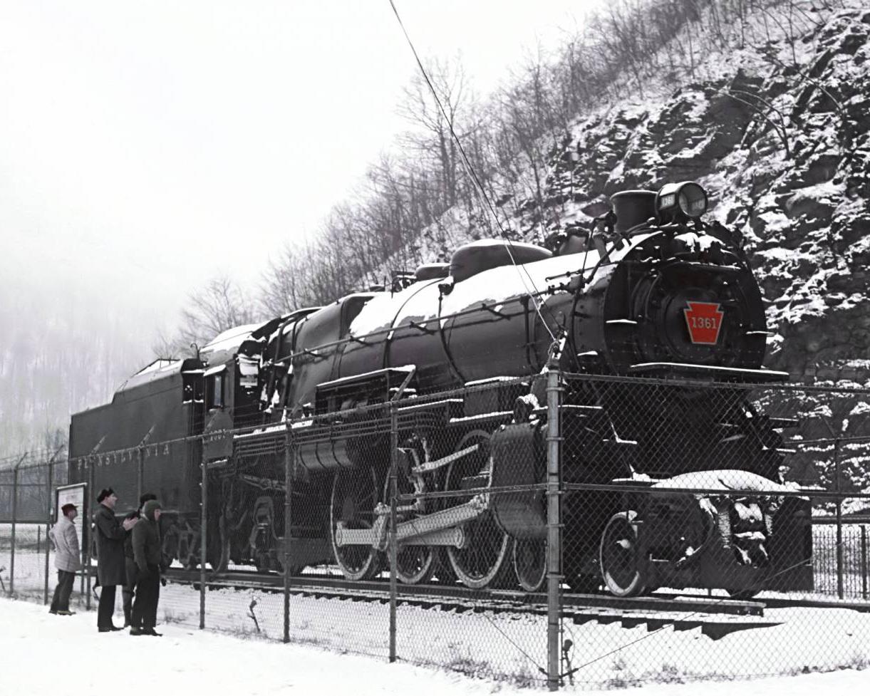 Photo Credit: railfan 44 [Public domain, Public domain or Public domain], via Wikimedia Commons
