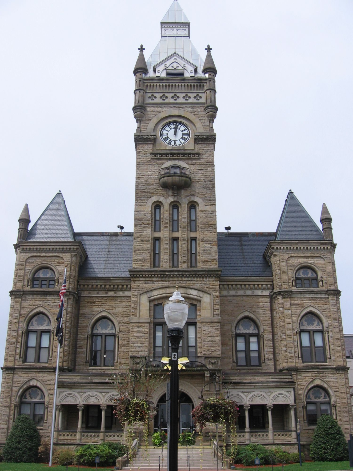 Butler County Courthouse - Photo Credit: Mvincec [Public domain], via Wikimedia Commons