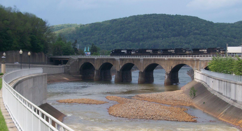 Johnstown Bridge - Photo Credit: VitaleBaby at English Wikipedia [Public domain], from Wikimedia Commons