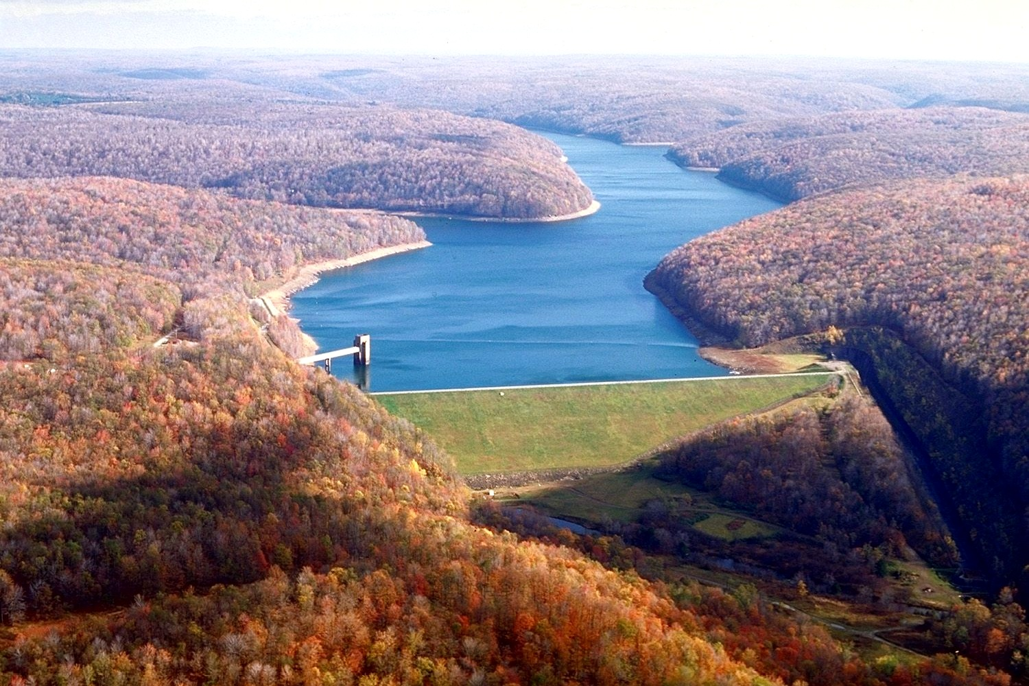 East Branch Clarion River Lake Dam - Photo Credit: Margaret Luzier, U.S. Army Corps of Engineers [Public domain], via Wikimedia Commons