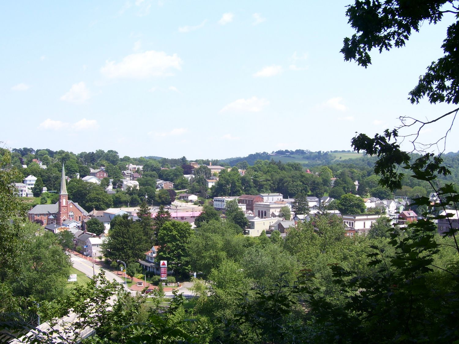 Saltsburg Historic District - Photo Credit: C J Pro at en.wikipedia [Public domain], from Wikimedia Commons