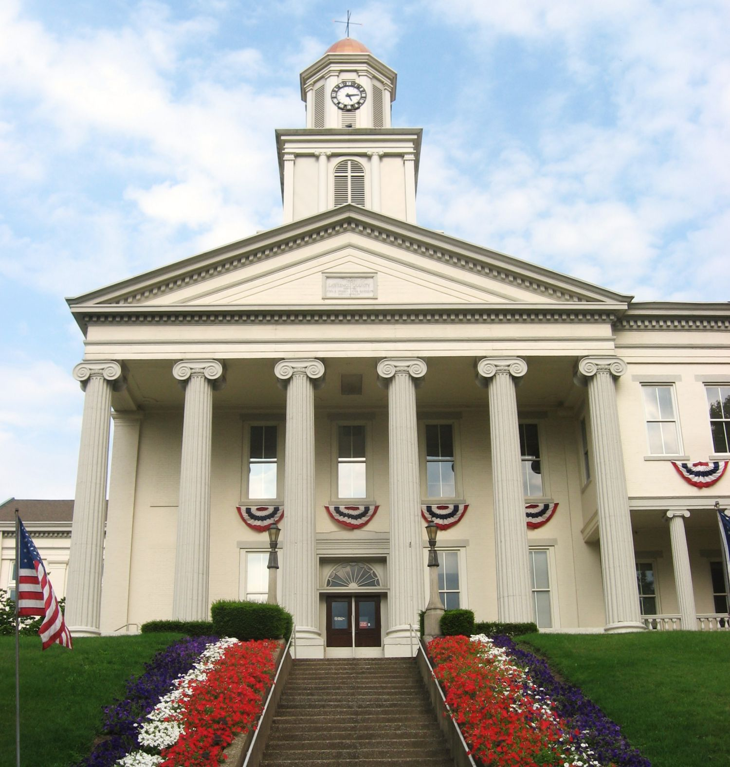 Lawrence County Courthouse - Photo Credit: Nyttend [Public domain], from Wikimedia Commons