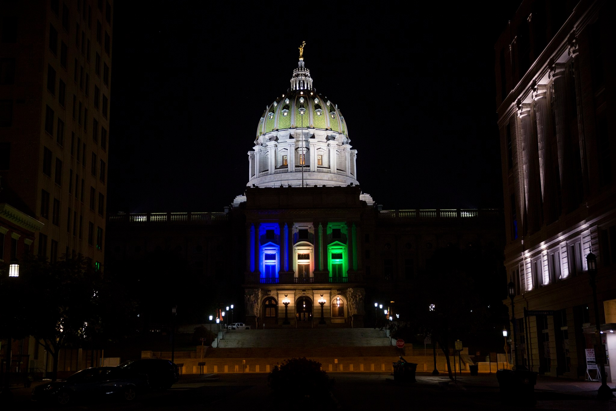 Capitol Buiding - (Public Domain) Wikipedia Commons