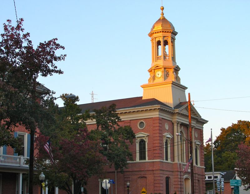 Perry County Courthouse - Photo Credit: By Smallbones - Own work, Public Domain, https://commons.wikimedia.org/w/index.php?curid=11853252