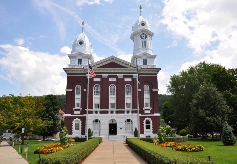 Venango County Courthouse - Photo Credit:  Finetooth [CC BY-SA 3.0 (https://creativecommons.org/licenses/by-sa/3.0) or GFDL (http://www.gnu.org/copyleft/fdl.html)], from Wikimedia Commons