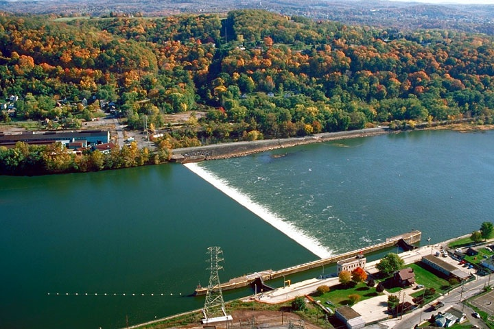 Allegheny River Lock and Dam - Photo Credit: U.S. Army Corps of Engineers [Public domain], via Wikimedia Commons