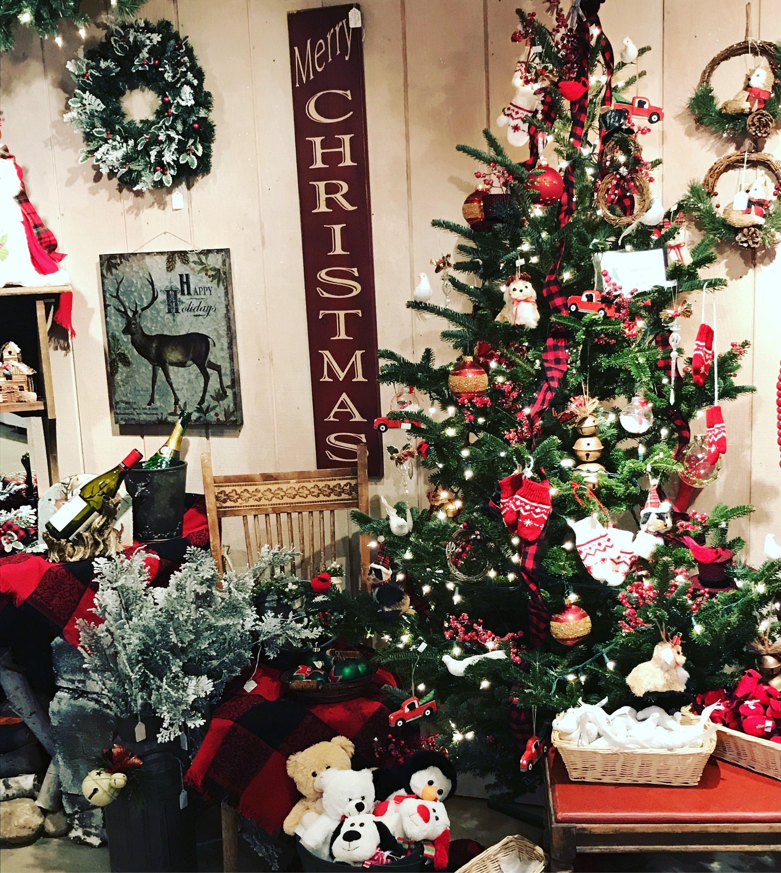 SummersChristmasTreeFarm_ChristmasShopDetail_2.jpg