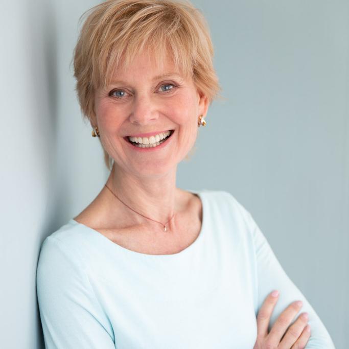 Jenny Robinson - Author Headshot Brand Image - Carola Moon Portraits 2.png